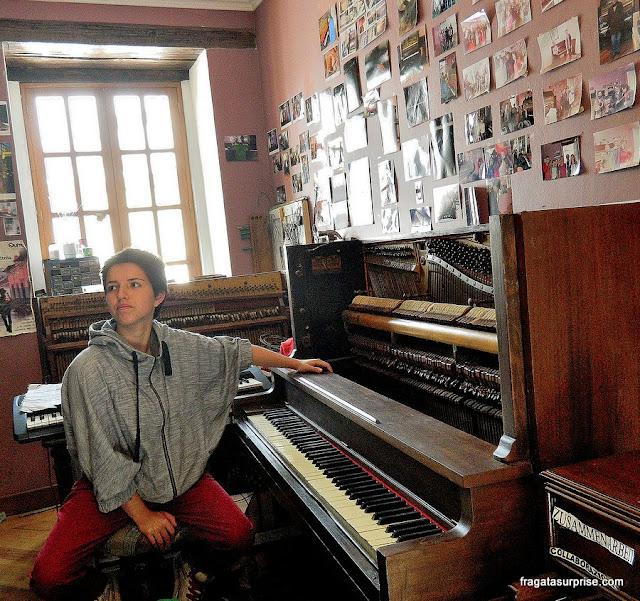 Oficina de conserto de pianos em La Ronda, Quito