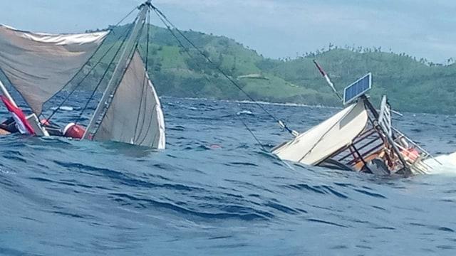 Dihantam Ombak Besar, Kapal Pinisi Rombongan Wartawan Istana Kepresidenan Terbalik di Labuan Bajo
