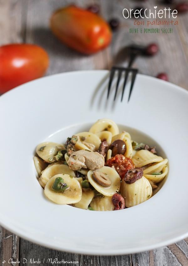 Orecchiette con palamita, olive e pomodori secchi