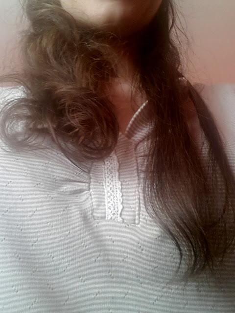 Część włosów jest już wyprostowana. Zabieram się teraz za kolejną partię.