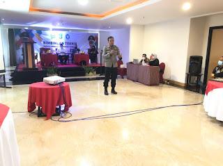 Kapolres Pangkep Jadi Narasumber Bimtek Kades se Kabupaten Pangkep