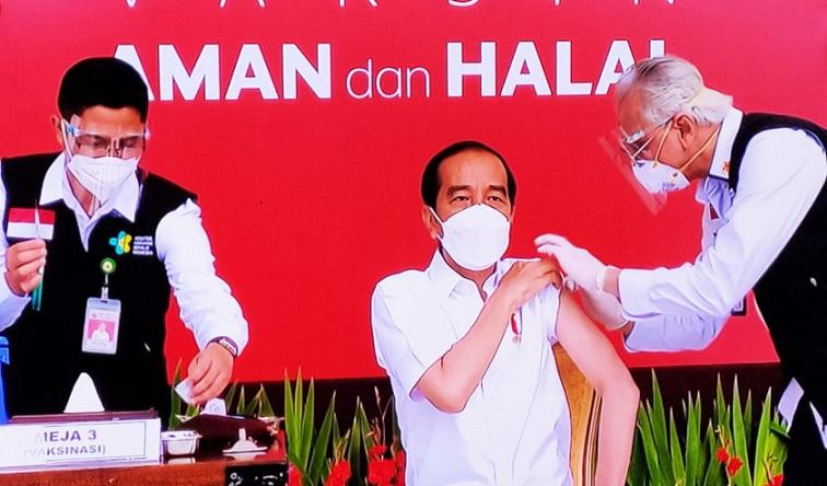 Presiden Jokowi Melangsanakan Vaksinasi Disiarkan Secara Langsung, Agar Meningkatkan Kepercayaan Masyarakat
