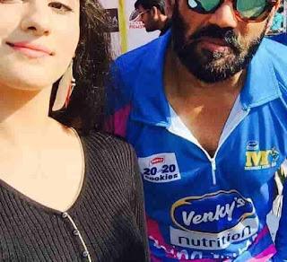 Diana Khan With Sunil Shetty