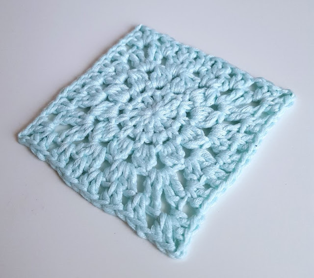 Looking for a cute and pretty crochet square?  Give these colourful squares a go, a pretty new twist on the granny square!