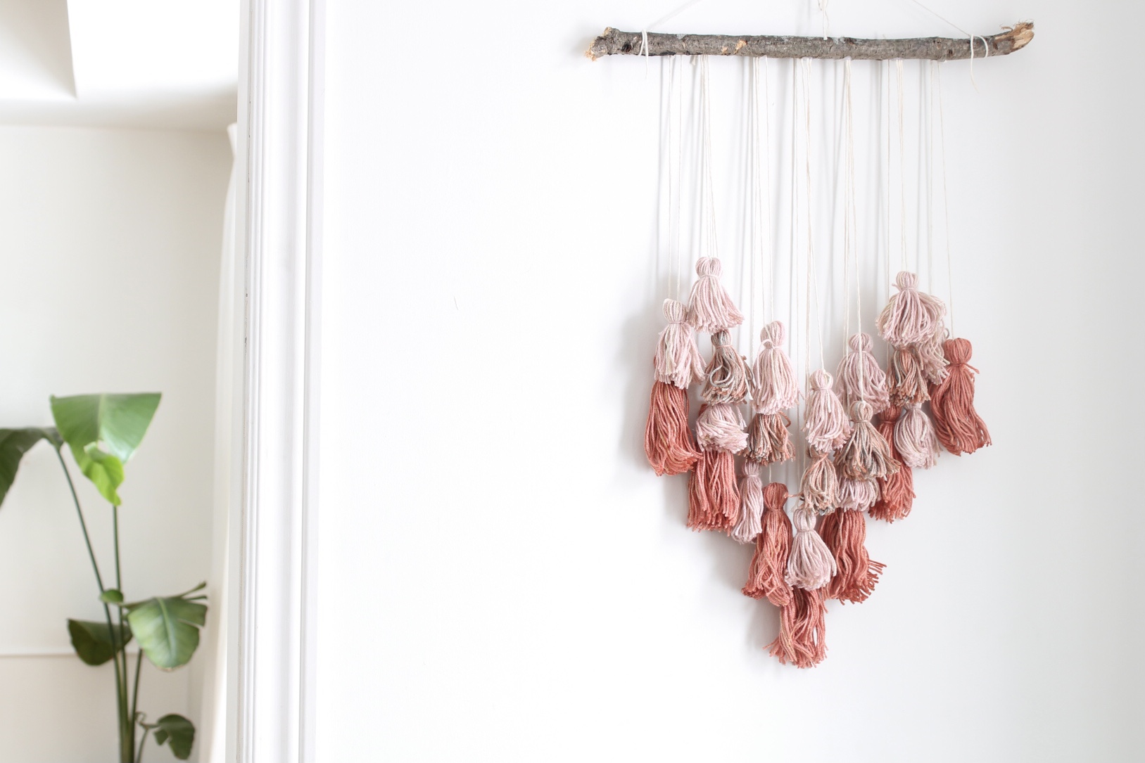valentines-day-diy-heart-wall-hanging