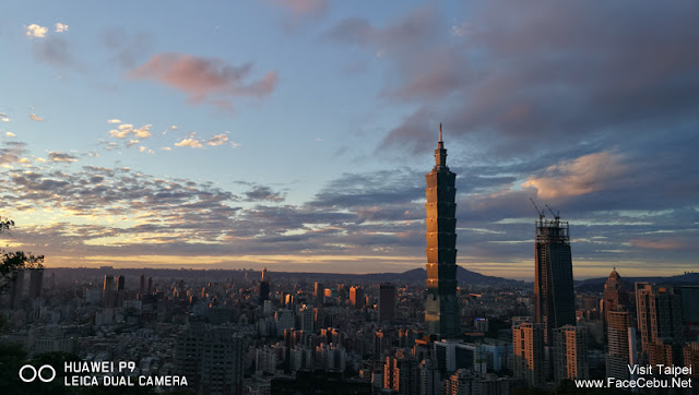 The golden moment is here, look at the lights reflecting the Taipei 101