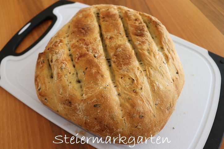 Knoblauch-Kräuter-Brot-backen-Steiermarkgarten