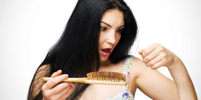 Mengalami rambut rontok berlebihan