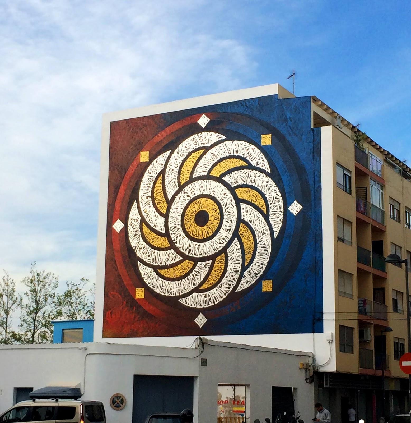 El proceso de realización de este mural fue también entrópico, ya que los elementos formales y compositivos aparecen en principio en completo caos, colores y trazos muy expresivos, en contraste con círculos concéntricos anidados, generando movimiento. El contenido tiene que ver con la indagación llevada a cabo por el artista en redes acerca del concepto de realidad.