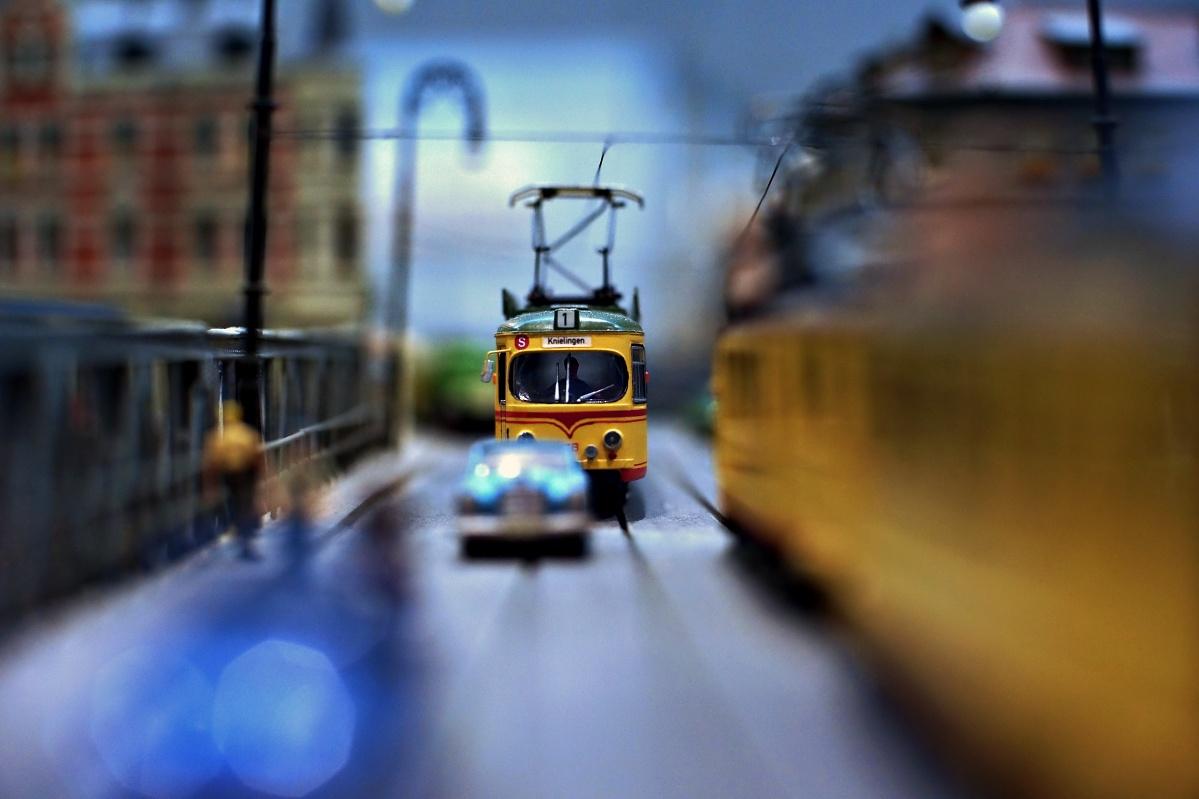 Auf mach schneller, die Straßenbahn ist hinter uns