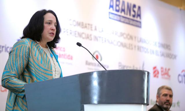 """Embajadora de EE.UU: """"Estamos invirtiendo tanto en este país"""" donde hay tanta corrupción"""
