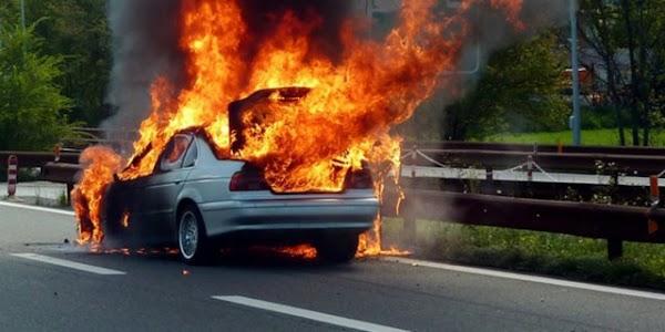 Jangan Meletakan Air Mineral Di Dashboard Atau Kursi Karena Dapat Menyebabkan Kebakaran