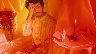 """Ineino proyecta su intimidad visual en el videoclip de """"Antes de que pare esta lluvia"""""""