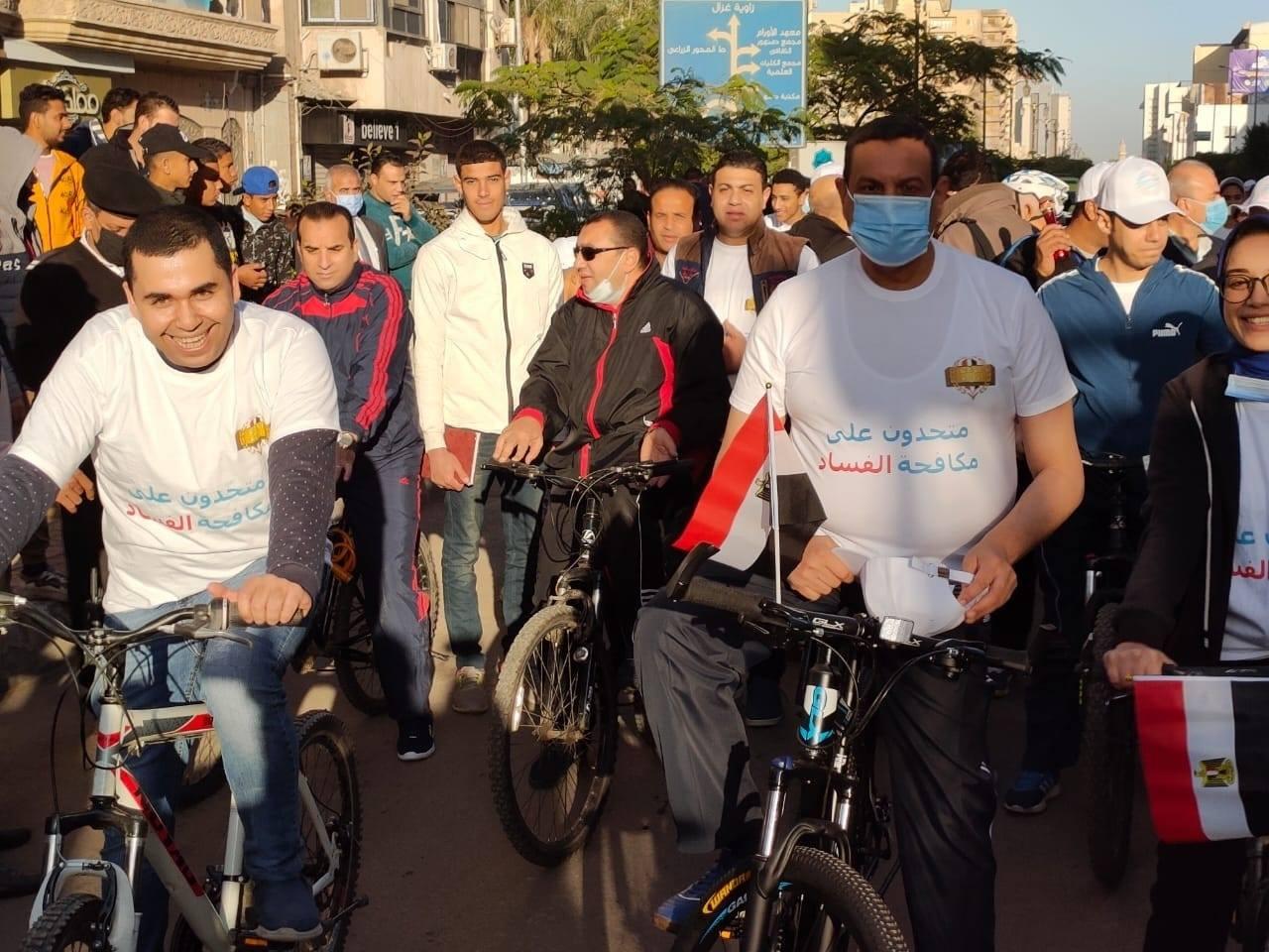 محافظ البحيرة يشارك بماراثون الدراجات والجري بمشاركة ٥٥٠ شاب وفتاة من طلائع مراكز الشباب .