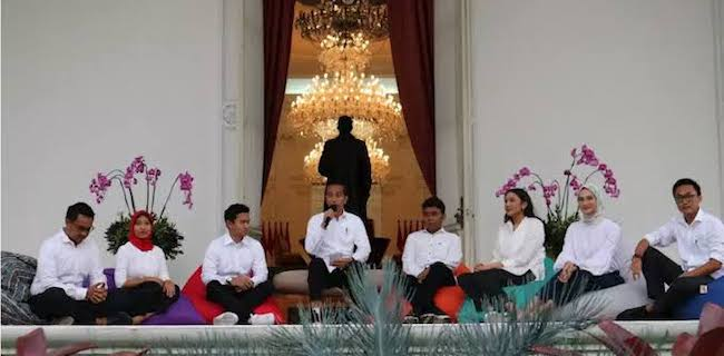 Tidak Guna Saat Ada Corona, 7 Stafsus Milenial Jokowi Dipulangkan Saja