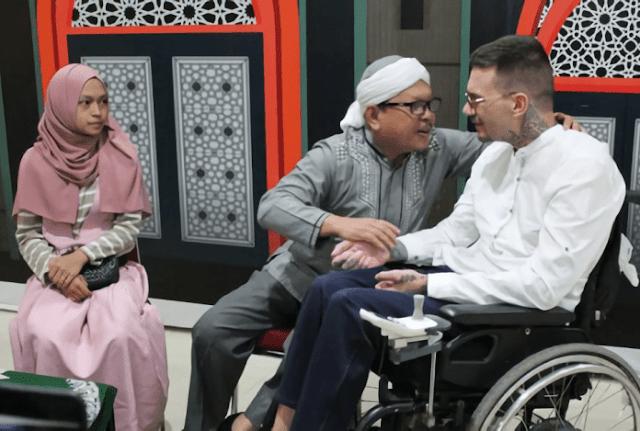Terbang Jauh-jauh dari Bosnia, Pria Difabel Ini Ingin Ucap Syahadat di Indonesia