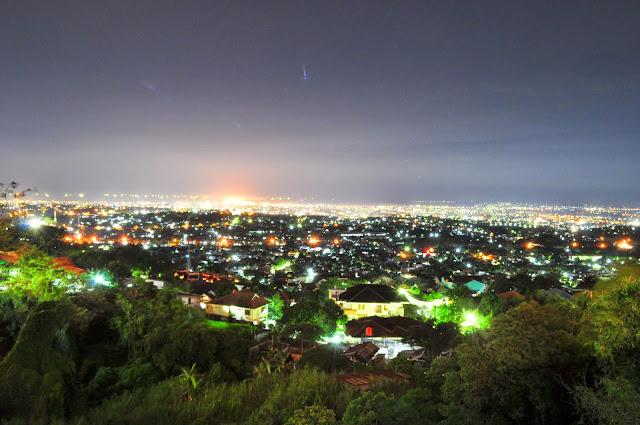 foto pemandangan bukit gombel