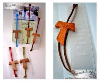 segnalibro inciso personalizzato ciondolo legno tau san francesco