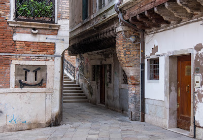 barbacane-Venezia-legno-calle