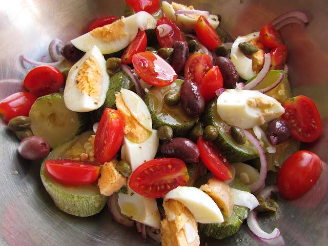 sałatka z gotowanych warzyw