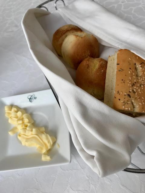 Le Courtyard Restaurant, Mauritius, bread basket