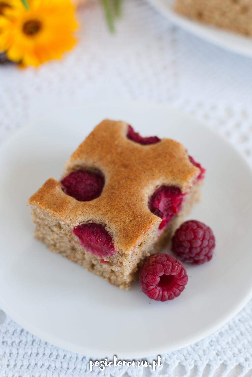 Ucierane ciasto z (dowolnymi) owocami