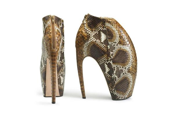 Los Zapatos Mcqueen Fueron Un Regalo De Taylor Kinney Para Lady Gaga Monster Ball News