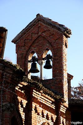 Particolare delle campane della Chiesetta Gotica di Grazzano