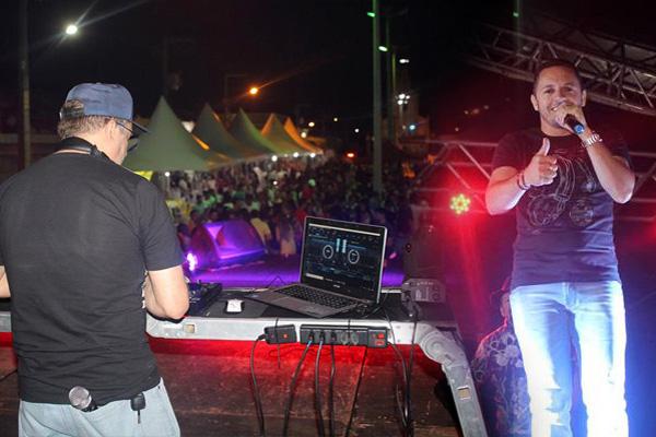 Banda Forró Quente e DJ W Rocha fazem a Festa na noite desta segunda-feira (14) em Iguaracy. Confira: