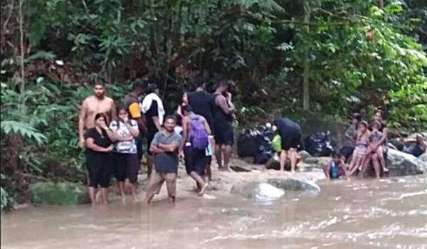 Bomba Selamatkan 20 Sekeluarga Terkandas Oleh Arus Deras Di Sungai Chiling, Kuala Kubu Bharu