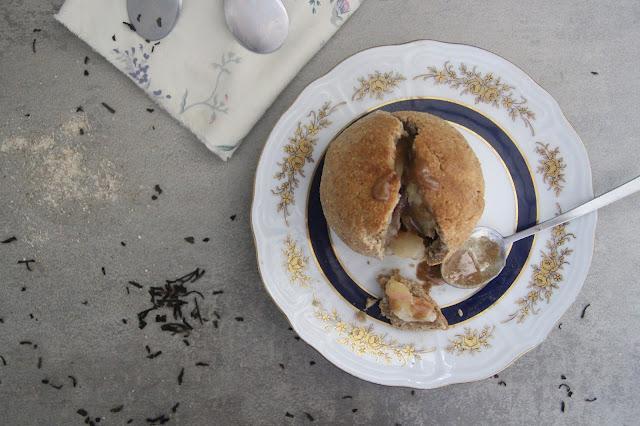 Cuillère et saladier : Pêches en croûte, sauce caramel (vegan)