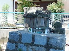 菊王丸の墓