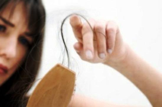 Ketahui Pemicu dan Cara mengatasi Rambut Rontok