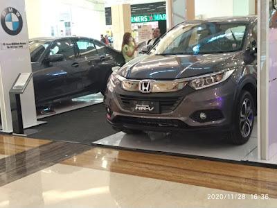 Honda HRV Se di salah satu mall bekasi , sedang event pameran .