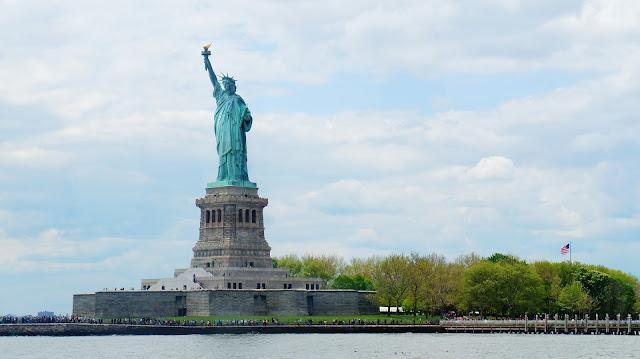 تمثال الحرية من بعيد