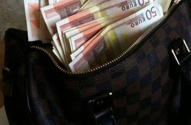 Άνεργο ζευγάρι βρήκε τσαντάκι με 15.000 ευρώ και το παρέδωσε στην αστυνομία