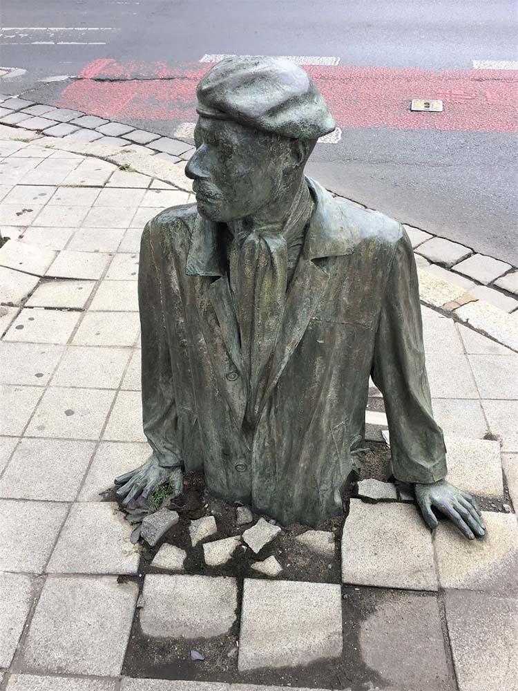 Monumento del passante anonimo Breslavia