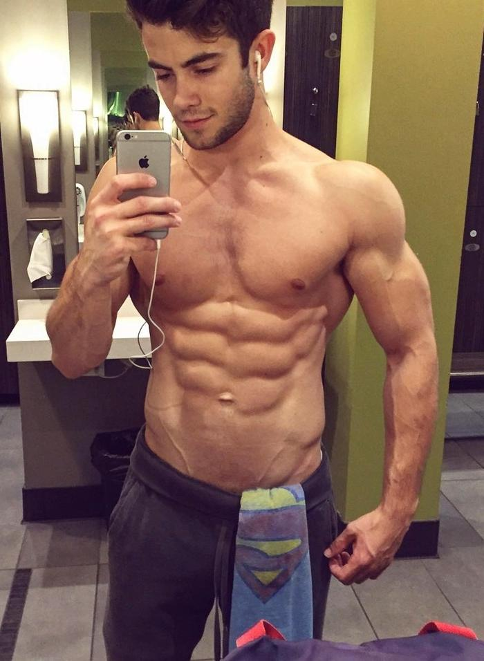 handsome-dark-hair-barechest-dude-muscle-body-sixpack-abs-mirror-selfie