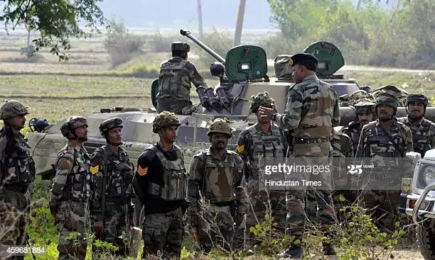 पाकिस्तान ने घातक हथियारों से दागे गोले, जवाबी कार्रवाई में पाकिस्तान के 4 सैनिक ढेर ,और कई चौकियाँ तबाह