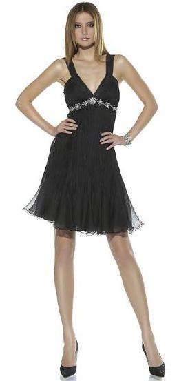 Foto de una mujer con vestido negro para verano