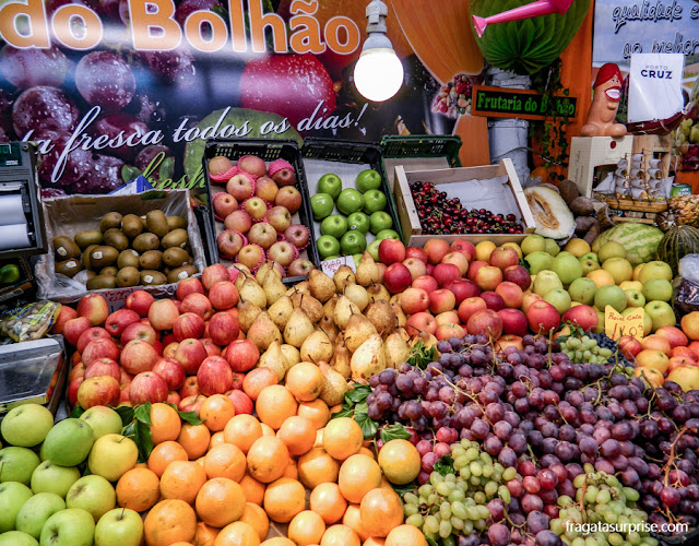 Banca de frutas no Mercado do Bolhão, no Porto