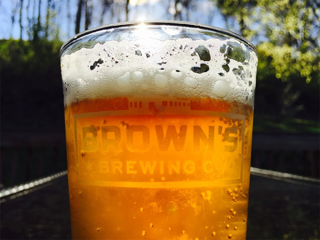 Nuevo-logotipo-y-packaging-cerveza-artesanal-Brown's-Brewing-Company
