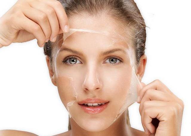4. Rửa mặt và tẩy da chết thường xuyên