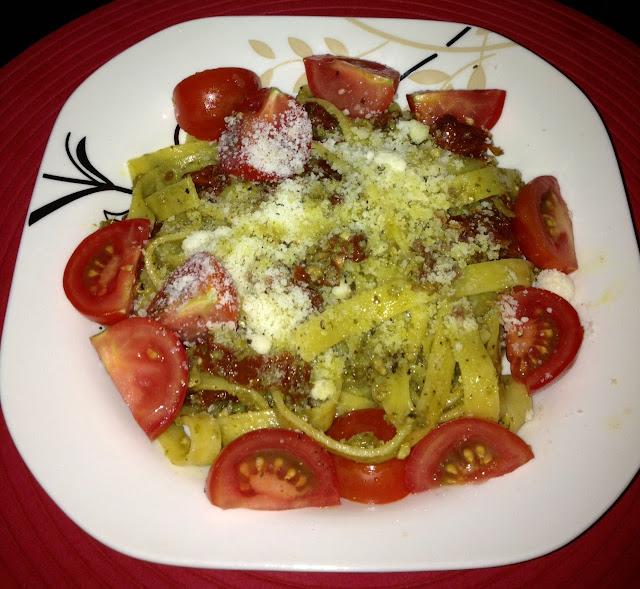 Tagliatelle pesto z suszonymi pomidorami