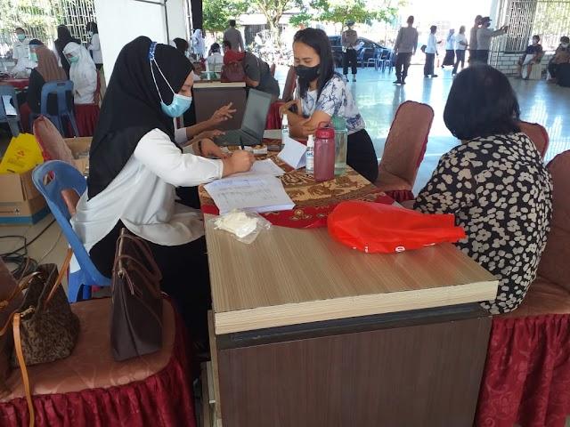 HUT ke-75 Bhayangkara, Mapolsekta Kotapinang dan Torgamba Lakukan Vaksinasi Massal