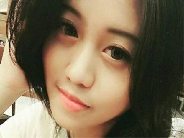 wanita cantik, rakyat malaysia terima rm2.4 juta, palsukan overdraft