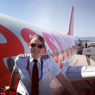 Γνωρίστε τη νεότερη γυναίκα πιλότο στον κόσμο – Είναι μόλις 26 ετών