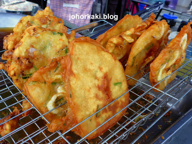 Pasar-Malam-Hae-Piah-Ji-Fried-Prawn-Fritter