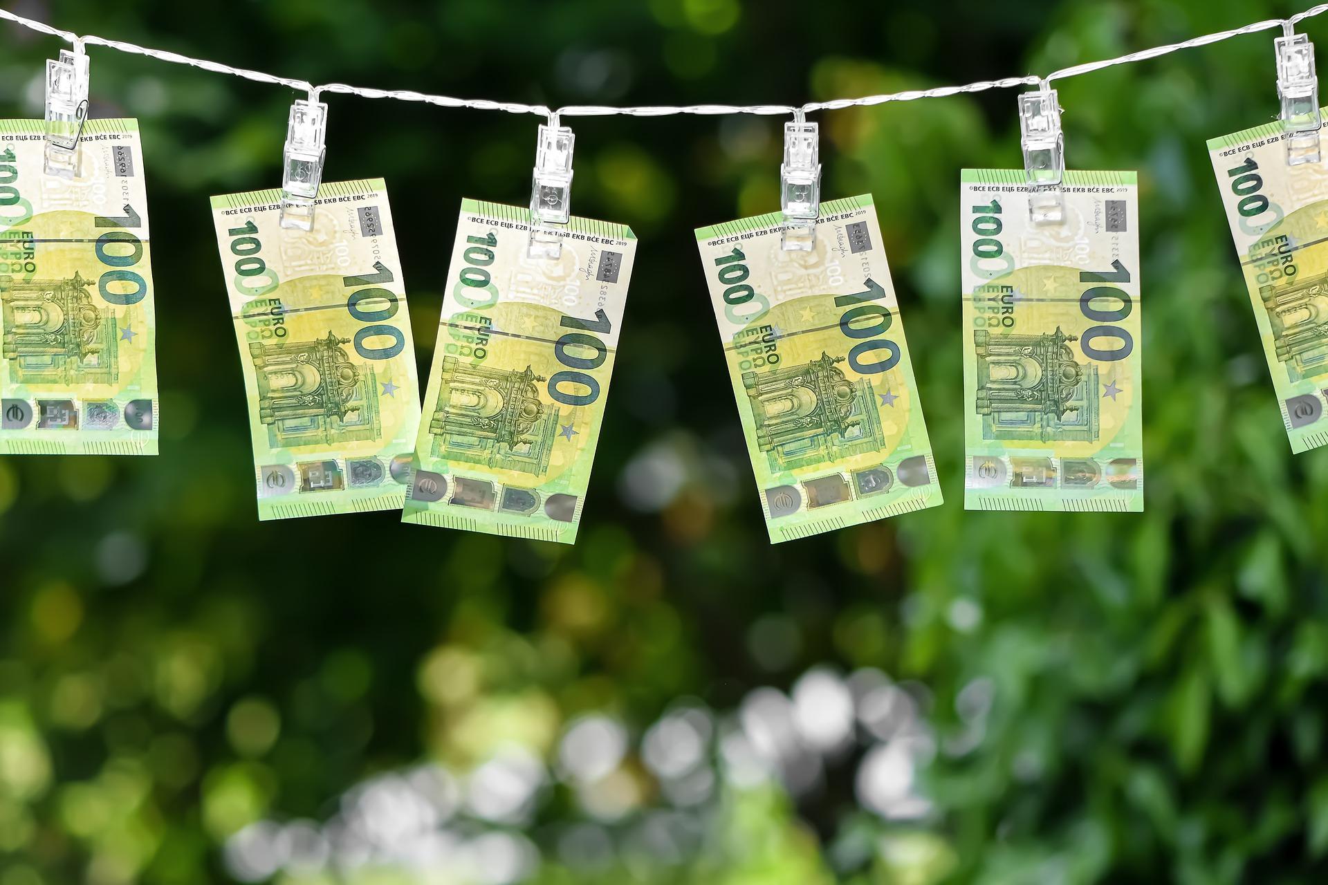 الإمارات تحقق إنجازاً كبيراً لمكافحة غسيل الأموال