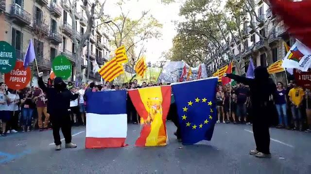 A vuelapluma: Se empieza por las banderas y...